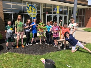 Independence Middle School's Junior Biology Society Plants Ohio Native Trees and Cleans National Park